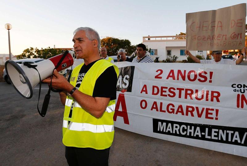 Protesto contra portagens no Algarve à porta de Cavaco (LUSA/ Luís Forra)