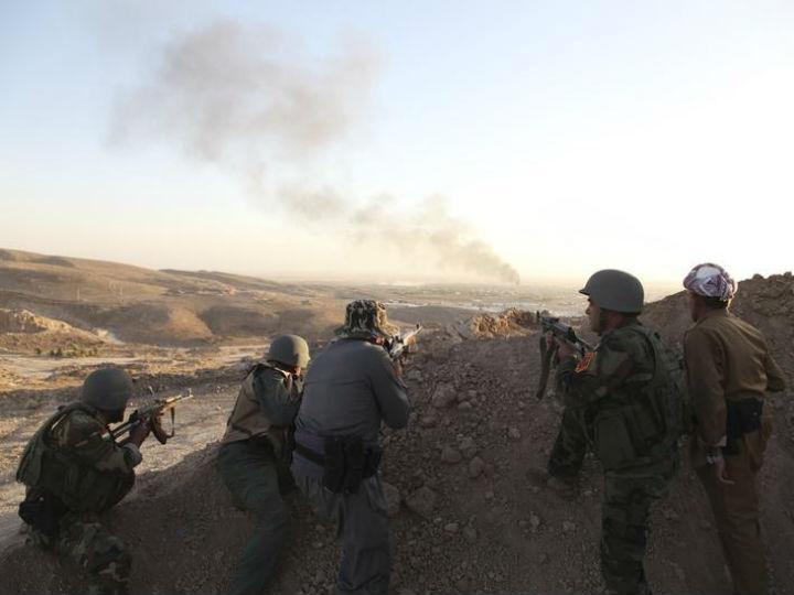 Forças de segurança curdas «peshmergas» combatem jihadistas do Estado Islâmico