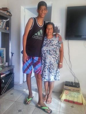 Sérgio Gomes tem apenas dez anos mede quase dois metros