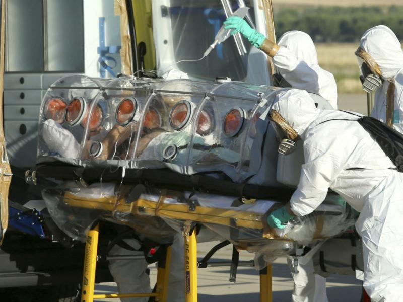 Padre espanhol com ébola repatriado para Madrid [EPA]