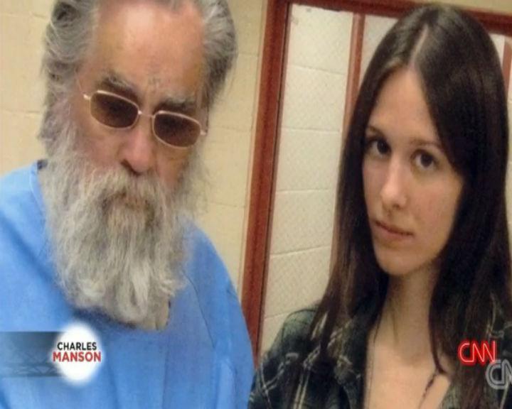 Star mudou-se para uma residência perto do estabelecimento prisional onde Manson está detido há 25 anos (Reproudção:CNN)