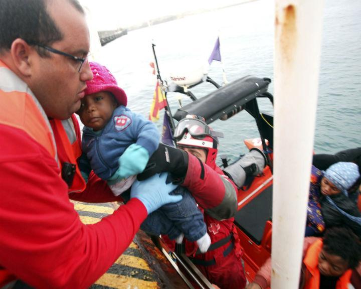 As autoridades espanholas já resgataram um total de 681 imigrantes ilegais no Estreito de Gibraltar (Lusa)