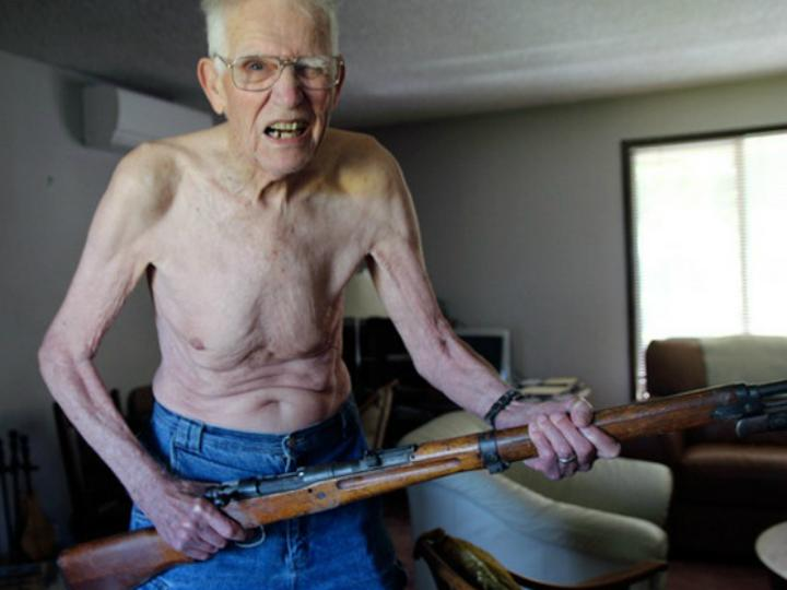 Dave Olinger, o nudista de 87 anos que quer ser xerife (Foto DR)