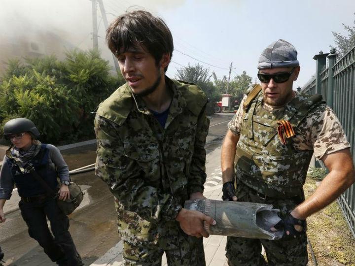 Ucrânia: intensos disparos no centro de Donetsk [Reuters]