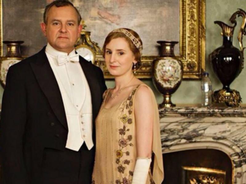 Garrafa de água na foto promocional da série Downton Abbey (Foto: downtonabbey/PA)