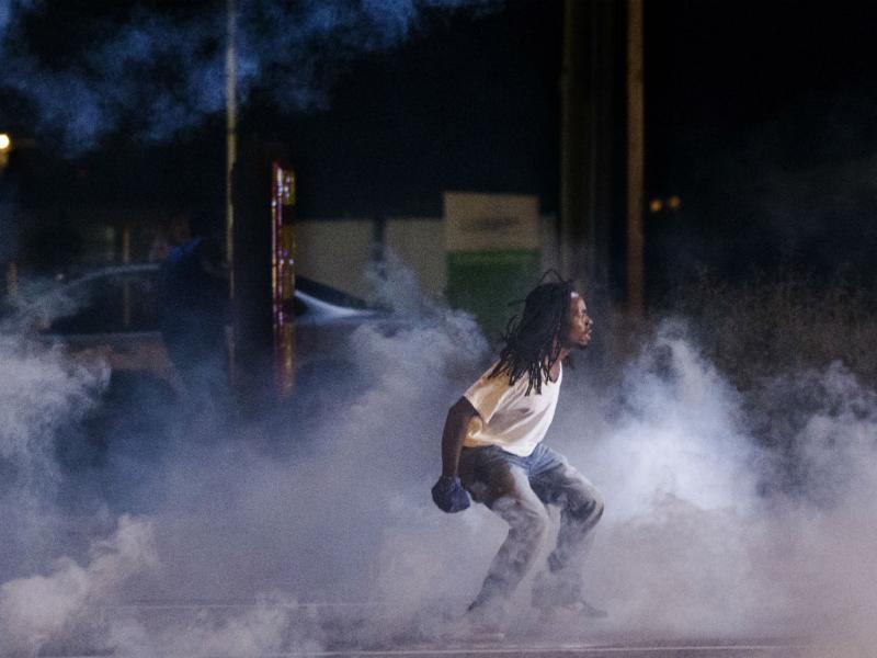Mais uma noite de violência em Ferguson, no Missouri (Reuters)