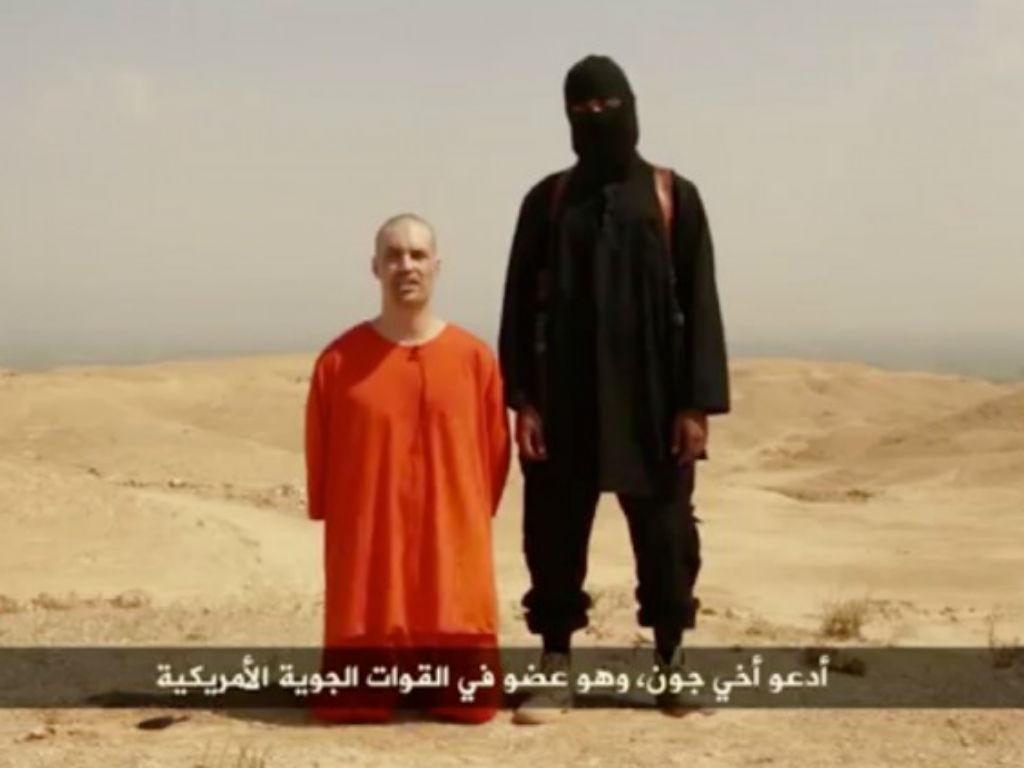Inglês «John» decapitou jornalista James Foley (Reprodução Youtube)
