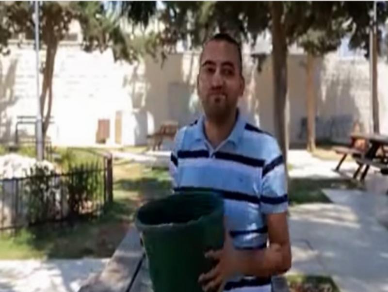 Palestiniano usa «banhos públicos» como alerta para a crise em Gaza