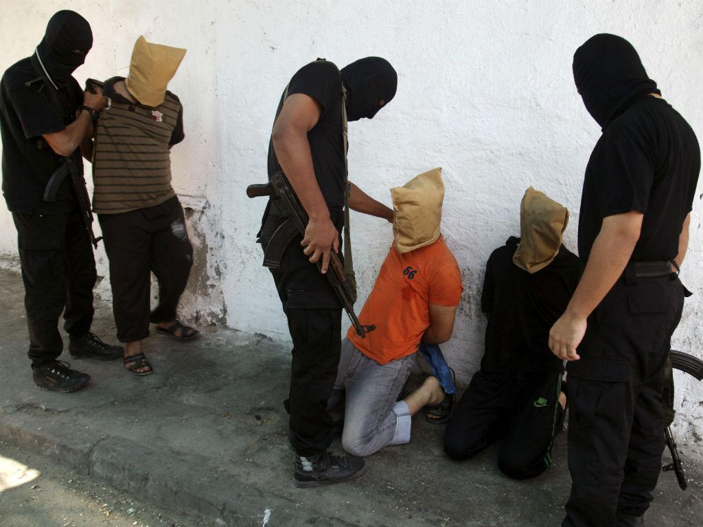 Hamas executa em público suspeitos de colaborar com Israel (Reuters)