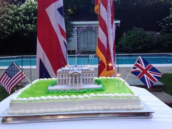 Bolo da embaixada britânica em Washington (foto Twitter)