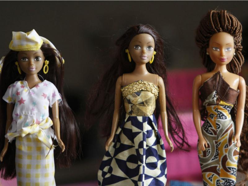 Barbie ultrapassada pelas «rainhas de África» [Foto: REUTERS/Akintunde Akinleye]