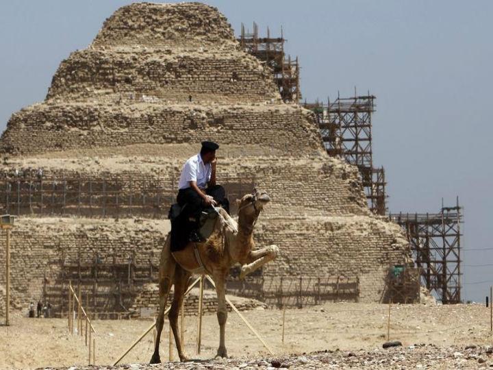 A pirâmide Sakkara tem mais de 4600 anos e localiza-se a cerca de 30 quilómetros da cidade do Cairo (Reuters)