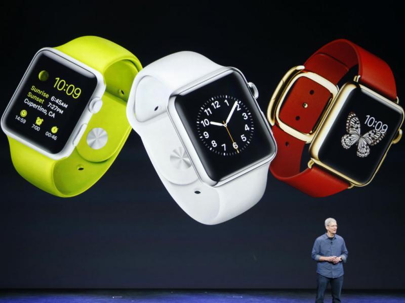 Há três versões do relógio da Apple: o Apple Watch, o Apple Watch Sport e outro banhado a ouro de 18 quilates