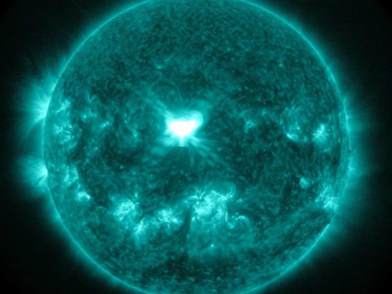 Explosão solar deu maior brilho à Terra [Nasa]