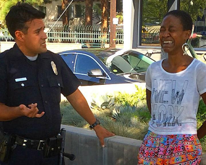 Atriz de «Django» é presa por ser confundida com uma prostituta [Foto: reprodução Facebook]