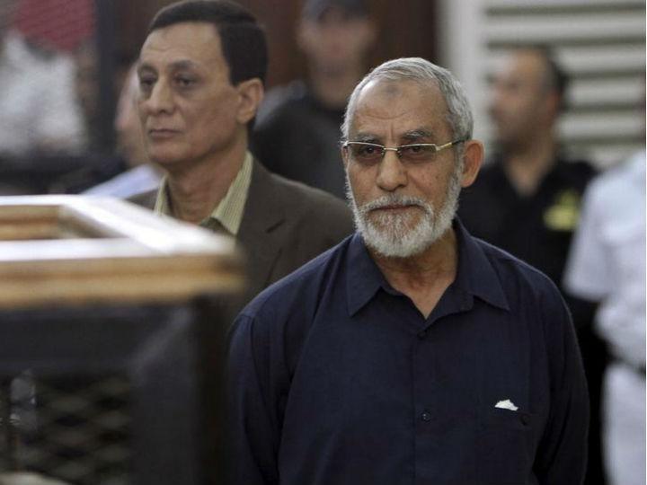 Mohamed Badie, líder da Irmandade Muçulmana, foi condenado e prisão perpétua (Reuters)