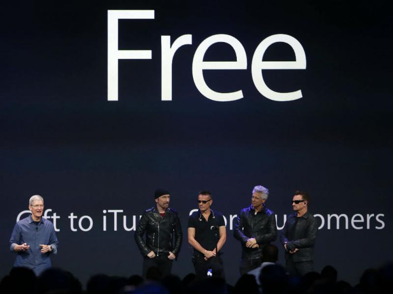 U2 na apresentação da Apple [Foto: REUTERS/Stephen Lam]