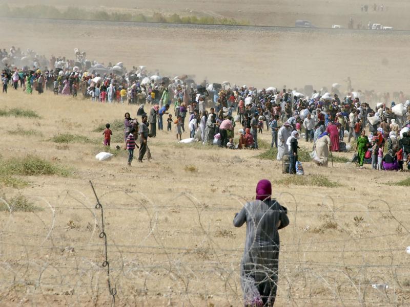 Sírios fogem do Estado Islâmico (REUTERS)