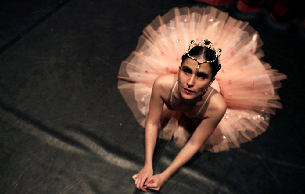 Escola de dança oferece aulas de ballet clássico para invisuais (Foto: Reuters)