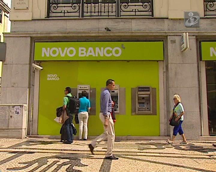 Bruxelas admite despedimentos nos bancos  que receberam ajudas de Estado