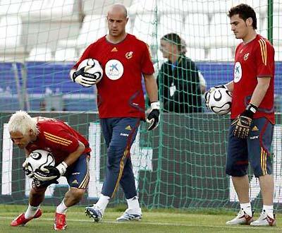 Faltam 14 dias para a abertura do Mundial (Espanha, Cañizares, Reina e Casillas)