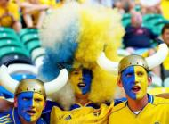 Os suecos chegaram de capacete e peruca
