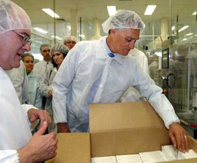 Cavaco Silva no roteiro da ciência (Foto Lusa, 19.06.06)