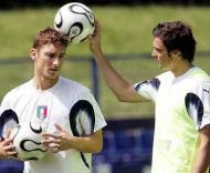 Mundial, dia 21 (Totti com Oddo no campo «azzurro»)