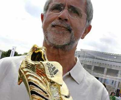 Mundial, dia 21(Gerd Muller mostra a Bota de Ouro)