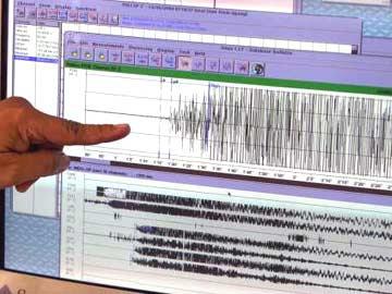 O maremoto registado pelo Centro Nacional de Sismos da Indonésia.