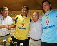 Jardel e o búlgaro Angelov apresentados em Aveiro