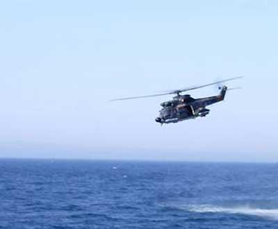 Helicóptero em alto mar