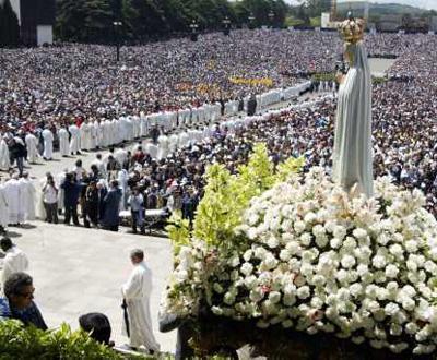 Milhares de peregrinos em Fátima para as celebrações do 13 de Maio (Arquivo)