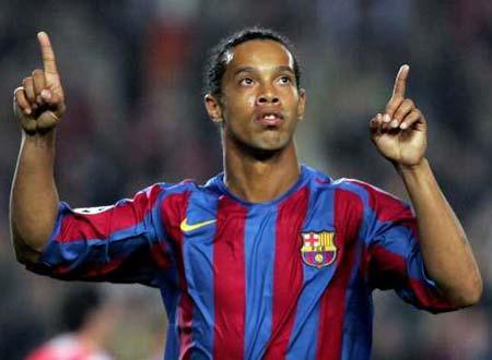 Ronaldinho celebra o golo