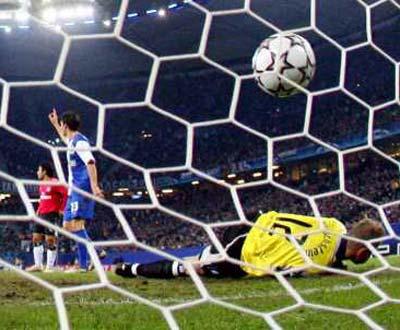 Hamburgo vs Porto, golo de Lucho (EPA/Kay Nietfeld)