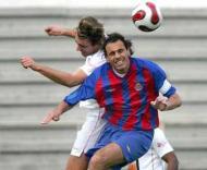 Maia-D. Aves:  Vítor Manuel tenta ganhar a bola