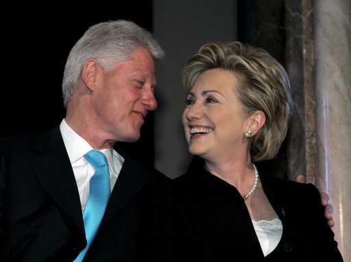Hillary e Bill Clinton (Matthew Cavanaugh/EPA/Lusa)