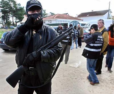 ASAE e GNR numa operação de fiscalização [Arquivo] Foto: Inácio Rosa/LUSA