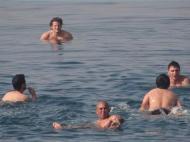 Uruguai festeja goleada no Mar Morto (foto: AUF)