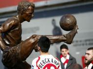 A estátua de Dennis Bergkamp
