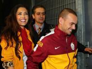 Wesley Sneijder com a namorada Yolanthe Cabau