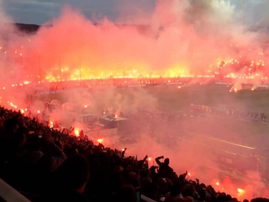 8. Estádio Karaiskakis (Olympiakos - Grécia)