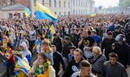 Adeptos do Dnipro e Metalist juntos pela Ucrânia unida