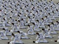 Forças especiais coreanas fazem demonstração de Taekwondo (Reuters/Kim Hong-Ji)