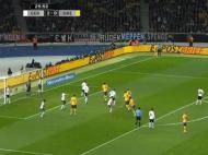 Nos cantos defensivos a Alemanha defende à zona, com quatro jogadores alinhados no limite da pequena área e mais dois perto da marca de penalti