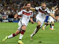 Mario Götze, 2011 Um talento precoce que foi uma das referências do notável Borussia Dortmund de Jürgen Klopp, bicampeão alemão em 2011 e 2012, tinha 19 anos quando recebeu o Golden Boy. Quando se mudou em 2013 para o rival Bayern Munique, por 37 milhões de euros, tornou-se o jogador alemão mais caro de sempre, mas não conseguiu manter a curva ascendente e foi na seleção, com o golo que garantiu a vitória no Mundial 2018, que atingiu o seu maior momento de glória. Voltou ao Dortmund em 2016/17.