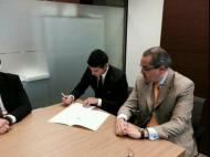 James Rodriguez assina contrato no Real Madrid
