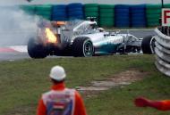 Carro de Hamilton em chamas