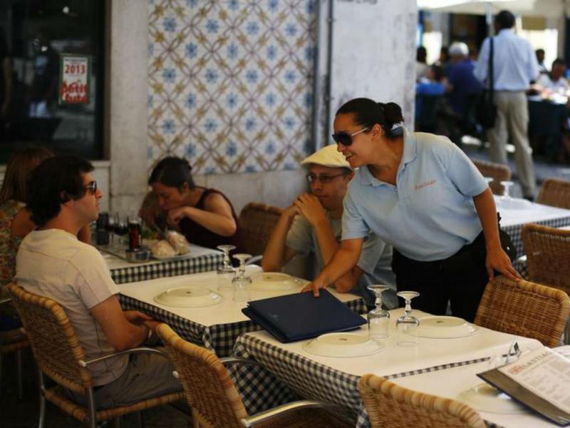 Restaurantes cobram por toalhas de mesa, gelo e idas à casa de banho