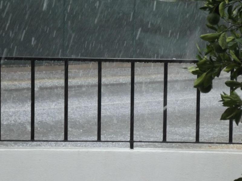 Mau tempo em Portugal - Granizo em Évora [Rita Panoias / euvi@tvi.pt]